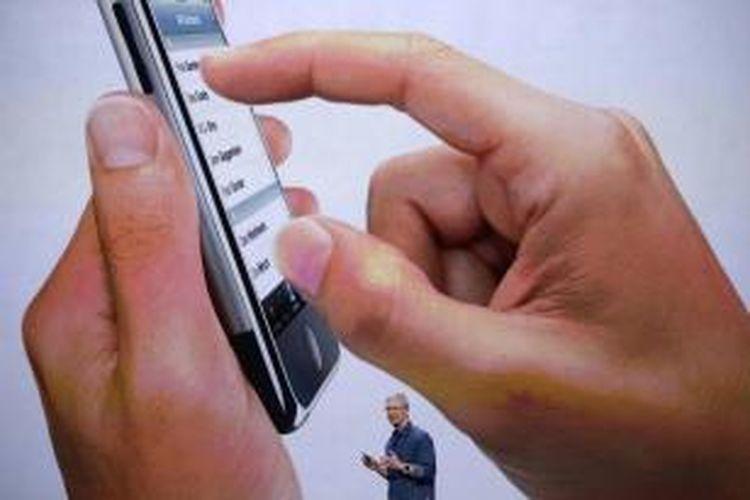 CEO Apple Tim Cook berbicara dalam acara yang diselenggarakan Apple di Flint Center for the Performing Arts, di Cupertino, California, Amerika Serikat, Selasa (9/9/2014). Pada acara itu Apple meluncurkan Apple Watch dan dua iPhone terbaru, iPhone 6 dan iPhone 6 plus.