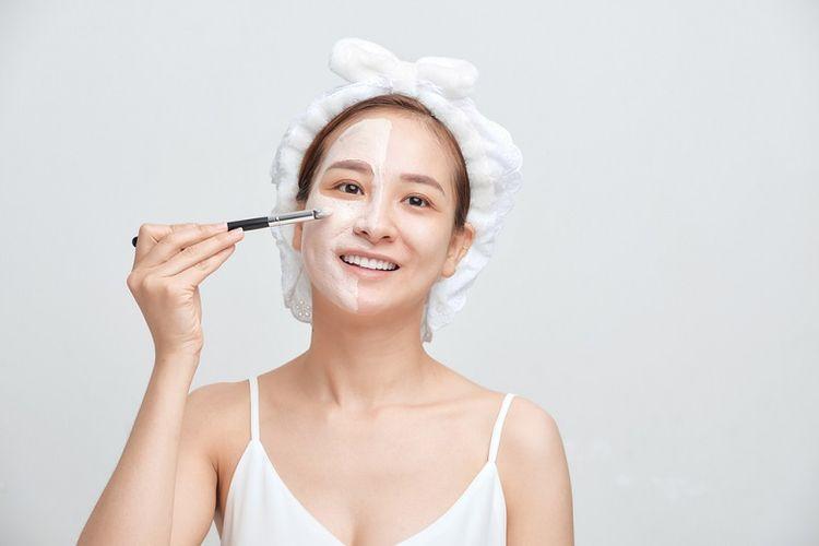 Ilustrasi menggunakan masker wajah (dok.shutterstock/Makistock)
