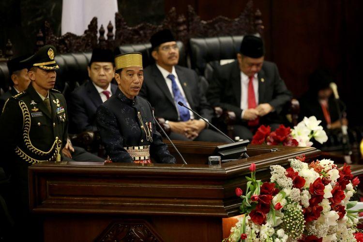 Presiden Joko Widodo memberikan pidato kenegaraan pada sidang tahunan Majelis Permusyawaratan Rakyat Republik Indonesia Tahun 2017 di Kompleks Parlemen, Senayan, Jakarta, Rabu (16/8/2017). Presiden Joko Widodo menyampaikan pidato, yakni pidato kenegaraan dalam rangka Hari Ulang Tahun RI ke 72.