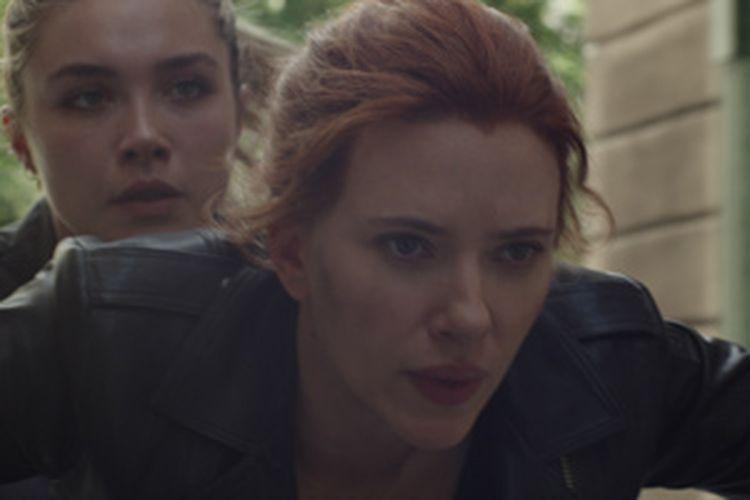 Aksi Scarlett Johansson dan Florence Pugh dalam film Black Widow