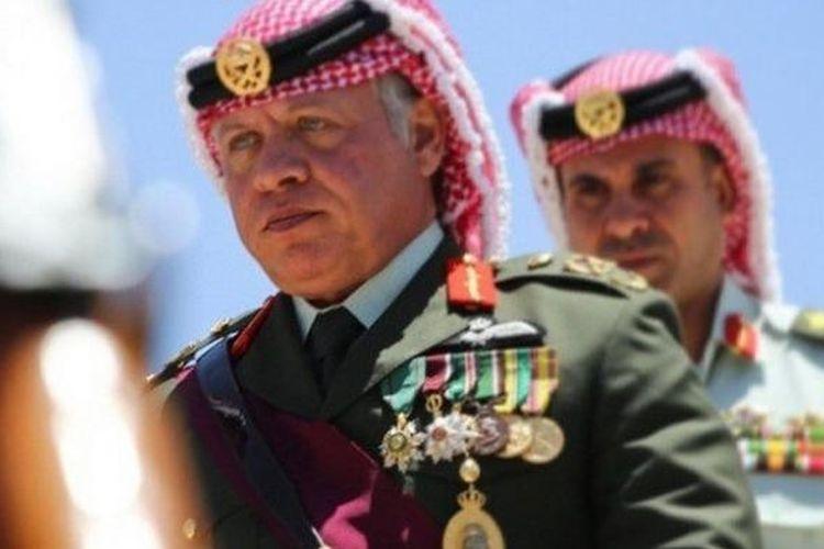 Raja Abdullah II menghadiri sebuah seremoni militer di Jordania.