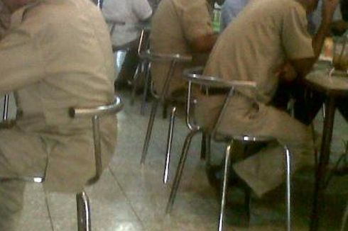 Dirazia, Belasan PNS dan Tenaga Kontrak Kocar-kacir Ketahuan Asyik Nongkrong di Warkop Saat Jam Kerja