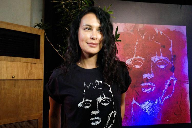 Artis peran Sophia Latjuba dalam jumpa pers pementasa Bawi Lamus di Ecology, Kemang, Jakarta Selatan, Rabu (26/9/2018).