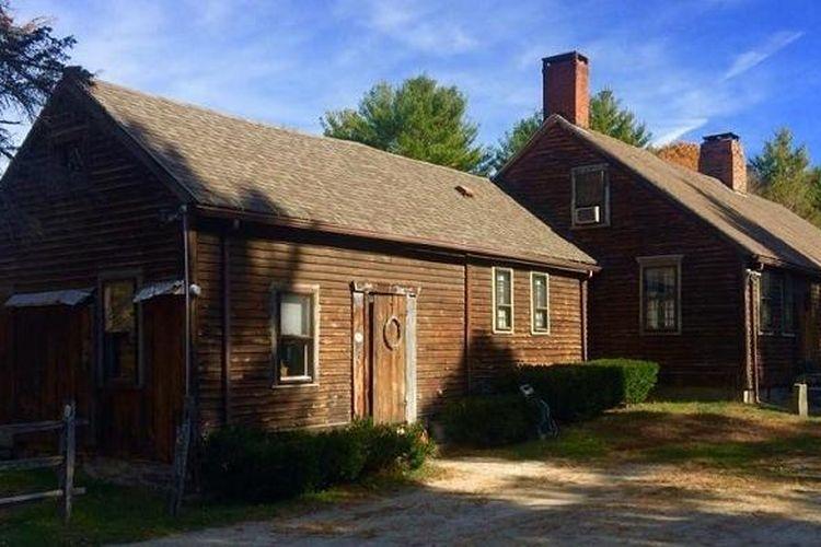 Rumah Pasangan Norma Sutcliffe dan Gerry Helfrich di Harrishville, Rhode Island yang menjadi pusat cerita di film horor The Conjuring