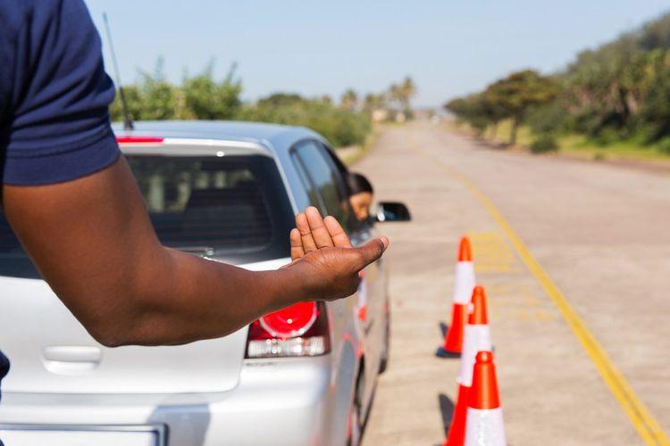 Mengendarai mobil matik disebut akan memudahkan pengemudi pemula saat melakukan manuver di jalan.