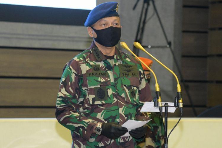 Kepala Staf Angkatan Udara (KSAU) Marsekal TNI Fadjar Prasetyo melantik dan mengukuhkan sembilan pejabat strategis TNI AU dalam upacara serah terima jabatan (sertijab) di Mabesau Cilangkap, Jakarta Timur, Jumat (29/5/2020).