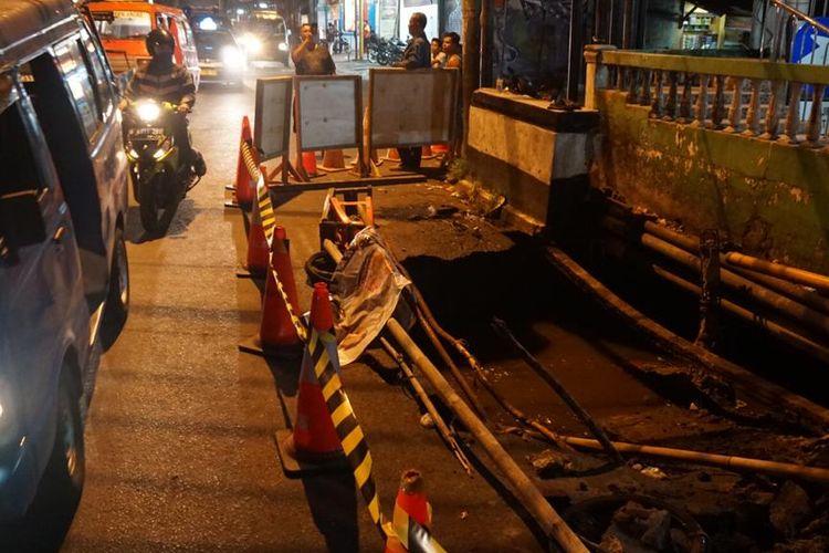 Jembatan Kali Mampang, Depok ambles