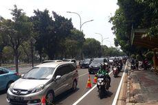 Jalan Pramuka Macet, Pengendara Motor Gunakan Jalur Sepeda