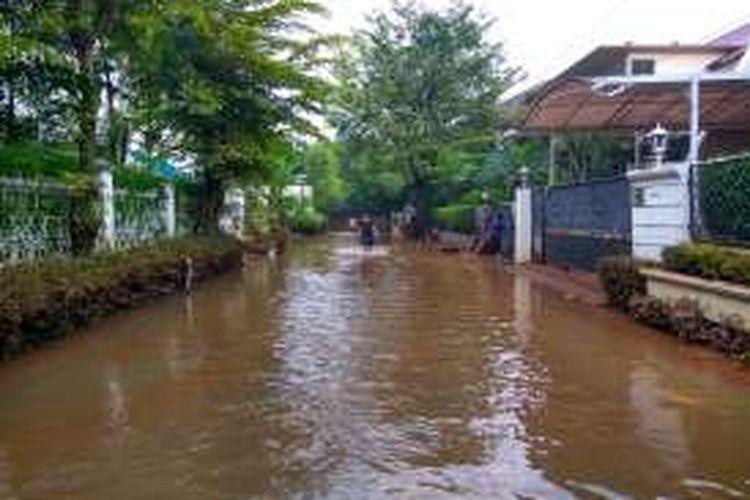 Banjir di Kemang Jaya, Jalan Kemang Selatan VIII, Jakarta Selatan, Minggu (28/8/2016).