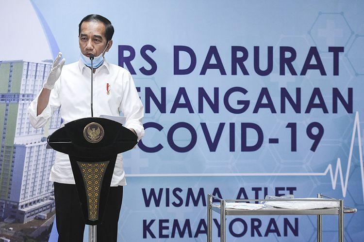 Presiden Joko Widodo memberikan keterangan pers saat meninjau Rumah Sakit Darurat Penanganan COVID-19 Wisma Atlet Kemayoran, Jakarta, Senin (23/3/2020). Presiden Joko Widodo memastikan Rumah Sakit Darurat Penanganan COVID-19 Wisma Atlet Kemayoran siap digunakan untuk menangani 3.000 pasien.