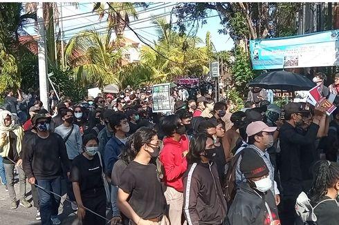 Pecalang Ikut Jaga Demo Tolak UU Cipta Kerja di Bali, Demonstran Bernyanyi dan Baca Puisi
