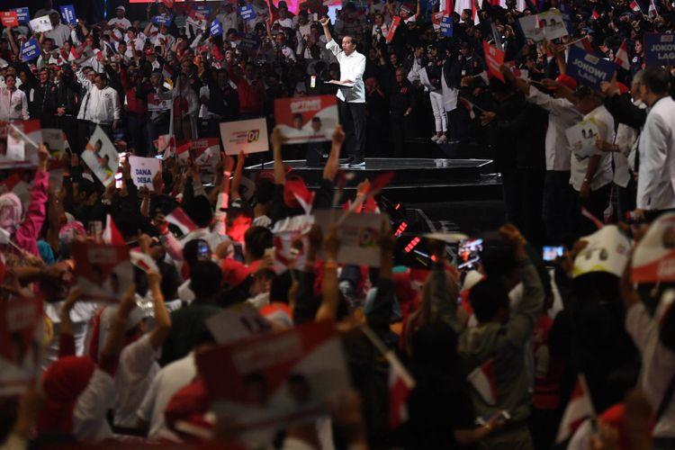 Capres nomor urut 01 Joko Widodo menyampaikan pidato pada acara Konvensi Rakyat di Sentul, Bogor, Jawa Barat, Minggu (24/2/2019). Konvensi Rakyat itu mengangkat tema optimis Indonesia maju. ANTARA FOTO/Akbar Nugroho Gumay/aww.