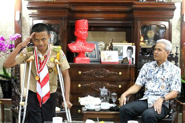 Prasasthi Wahyu Haryono, siswa SMK At-Thoat Purwodadi, Jawa Tengah membuat Ganjar terkesan.