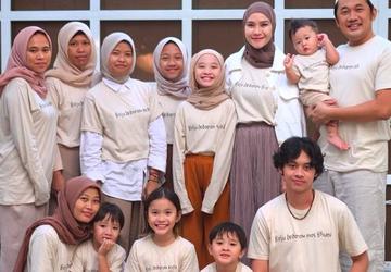 Pakai Kaus Baju Lebaran, Zaskia Adya Mecca: Tak Perlu Umpel-umpelan di Tanah Abang