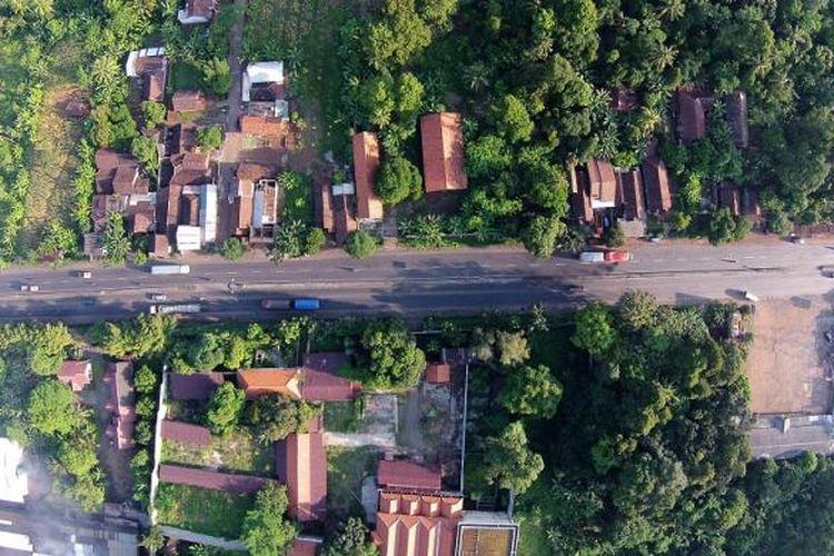 Alas Roban, Batang, Jawa Tengah, difoto dari udara, Senin (30/6/2014). Jalur pantai utara Jawa ini menjadi salah satu jalur yang kerap dilalui saat mudik Lebaran.