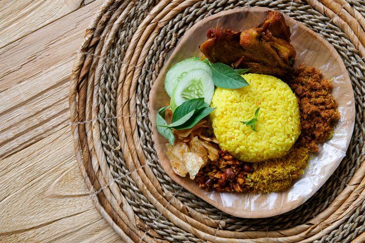 Ilustrasi nasi kuning pakai abon.
