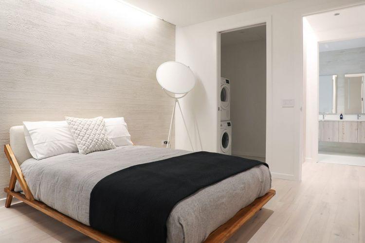 Perusahaan ini juga menyewa jasa 10 orang arsitek beserta desainer interior untuk merancang setiap unit hunian.
