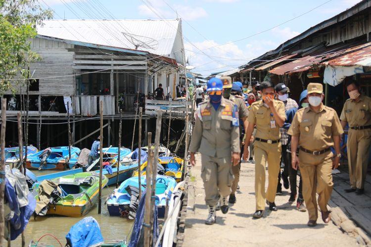 Wali Kota Tarakan dr Khairul saat meninjau pelabuhan masyarakat di Kelurahan Juwata Laut, Tarakan, Kaltara, Senin (27/4/2020).