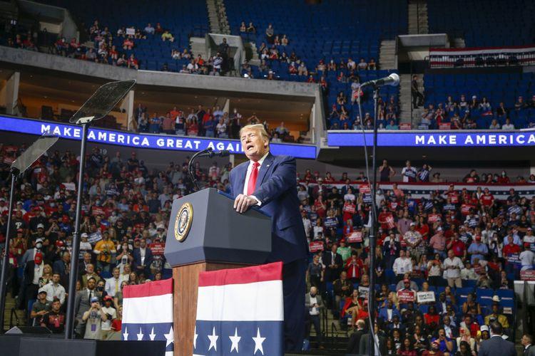 Presiden Amerika Serikat Donald Trump saat berkampanye di BOK Center, Tulsa, Oklahoma, pada Sabtu (20/6/2020).