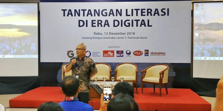 Suwandi S Brata, Direktur  seminar bertajuk Tantangan Literasi di Era Digital, di Gedung Kompas Gramedia, Jakarta, 12 Desember 2018.