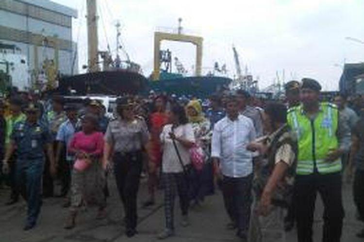 Aksi protes awak kapal dan pengusaha kapal di dermaga Kalimas, Pelabuhan Tanjung Perak Surabaya.