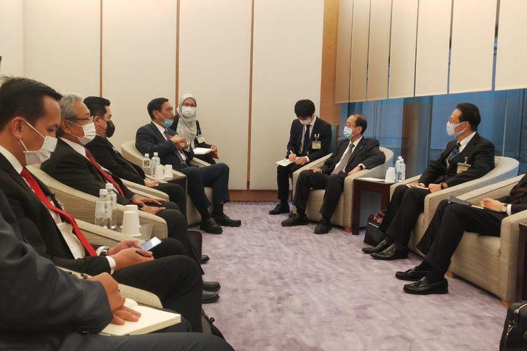 Menko bidang Kemaritiman dan Investasi Luhut Binsar Pandjaitan didampingi Menteri BUMN Erick Tohir dan Dubes RI untuk Jepang, Heri Akhmadi bertemu dengan Penasehat Perdana Menteri Jepang Izumi Hiroto, di Tokyo, Kamis (3/12/2020)