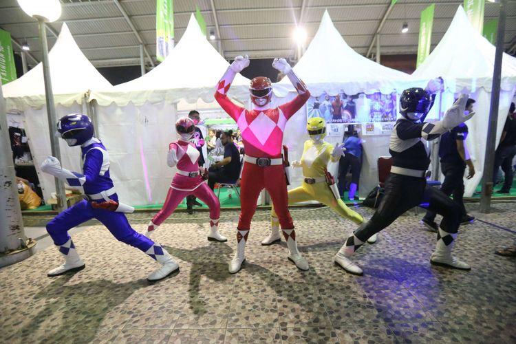 Power Rangers berpose di acara The 90s Festival, Gambir Expo, Jakarta Utara, Sabtu (25/11/2017). Festival  musik 90an ini menghadirkan sejumlah permainan, aksesoris, dan lain-lain yang hits di era 90-an diantaranya ada dingdong, game boy, action figure, nintendo, sega, tazos dan lain-lain.
