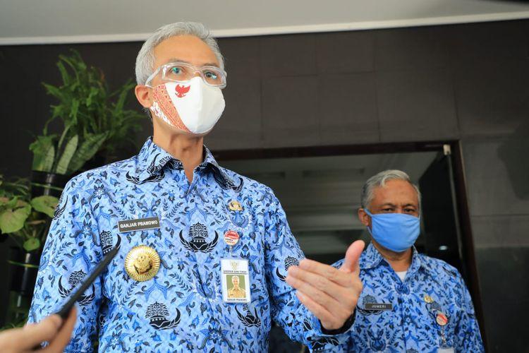 Gubernur Jawa Tengah Ganjar Pranowo saat melakukan inspeksi mendadak (sidak) di kantor Dinas Pendidikan dan Kebudayaan (Disdikbud) Provinsi Jawa Tengah, Rabu (17/6/2020).