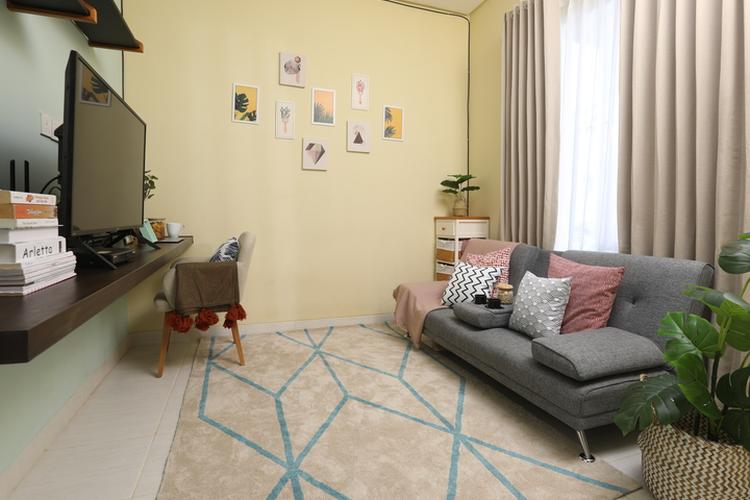 Ilustrasi desain interior ruang tengah oleh Fabelio Projects.