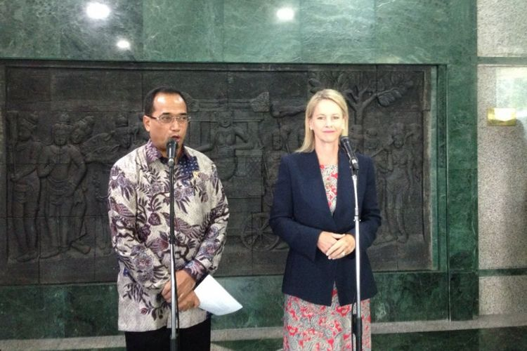 Pertemuan Menteri Perhubungan Budi Karya Sumadi dengan Menteri Pembangunan, Komunikasi dan Pemerintah Daerah dan Wilayah Australia Hon Fiona Nash di Kantor Kementerian Perhubungan Jakarta, Kamis (9/3/2017)