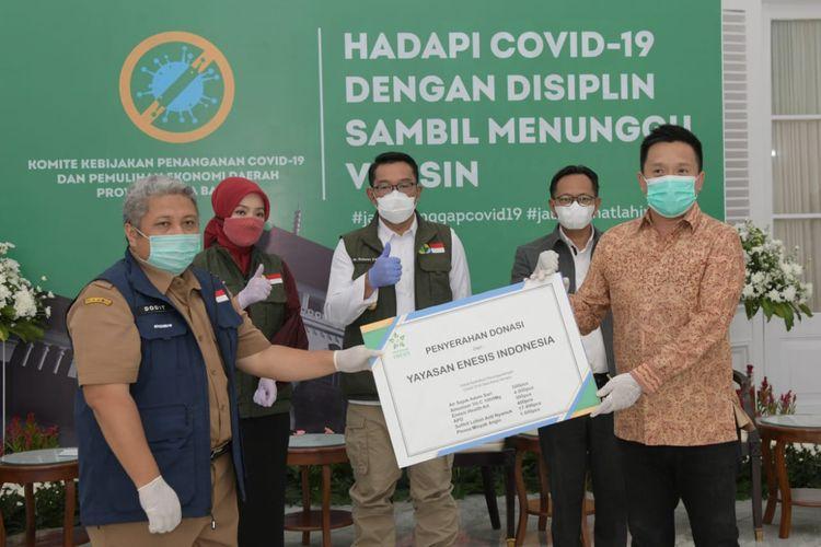 Enesis Group lewat Yayasan Enesis Indonesia memberikan bantuan untuk masyarakat Jawa Barat. Bantuan  diberikan secara simbolis kepada Gubernur Jawa Barat Ridwan Kamil, Selasa (24/11/2020).