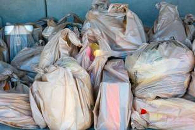 Ilustrasi tumpukan kantong plastik