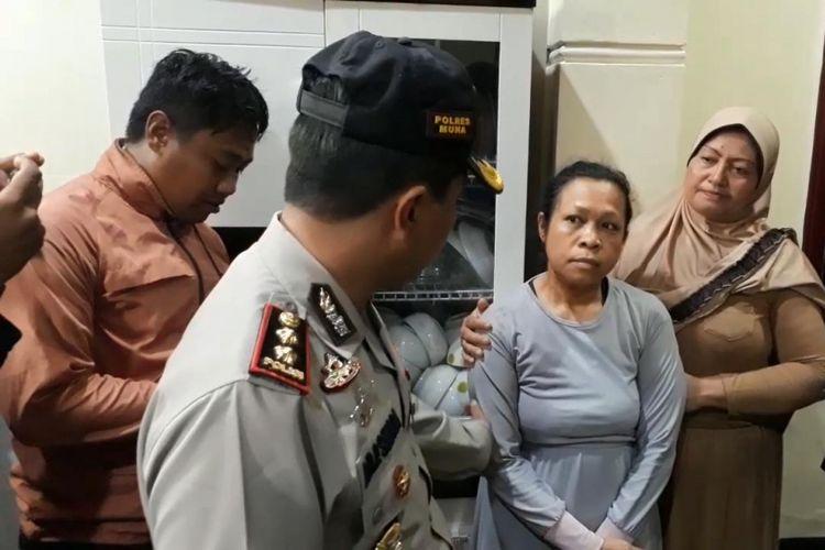 Seorang ibu rumah tangga, Hamdia Marati, menjadi korban perampokan, Kamis (29/11/2018) dini hari, sekitar pukul 03.00 Wita.  Perampok tersebut menyekap seorang anaknya yang masih berusia sekitar belasan tahun di dalam kamar mandi karena memberikan perlawan terhadap perampok tersebut.