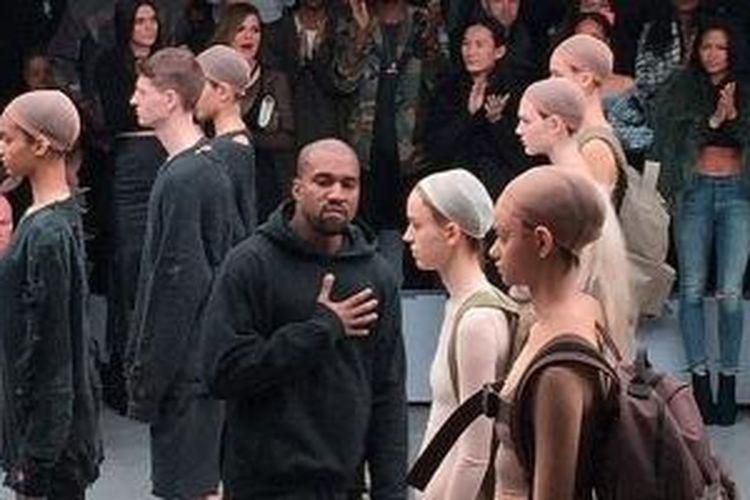 Berbagai pujian dan kritik diterima Kanye West usai pergelarannya untuk acara New York Fashion Week.
