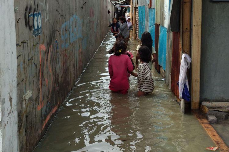 Kampung Nelayan Muara Angke terendam banjir rob, Selasa (5/12/2017)