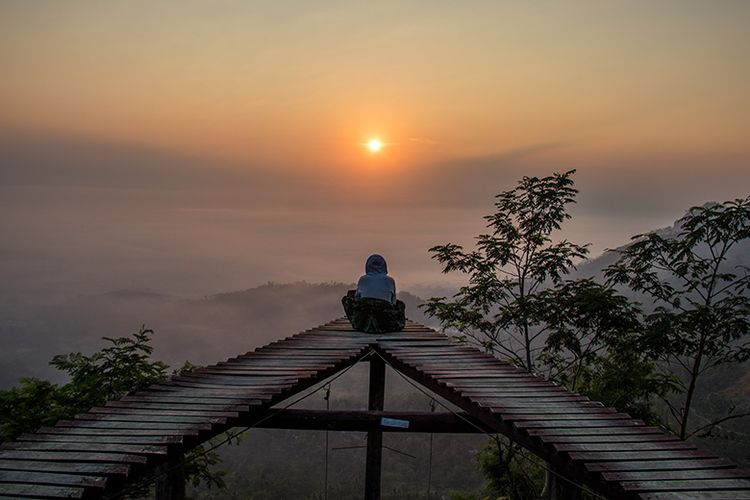 Keindahan Sunrise dari Punthuk Mongkrong, Magelang (24/06/2019).