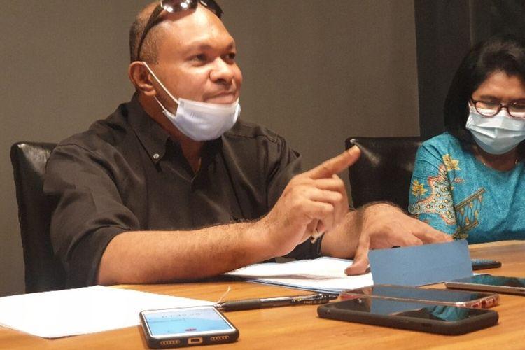 Agustinus R. Mayor, Pengacara Anggota Komisioner KPU Papua, Adam Arisoi yang kini Tersangka kasus korupsi dana hibah Pilkada Tolikara 2017, Jqyapura, Papua, Jumat (11/12/2020)