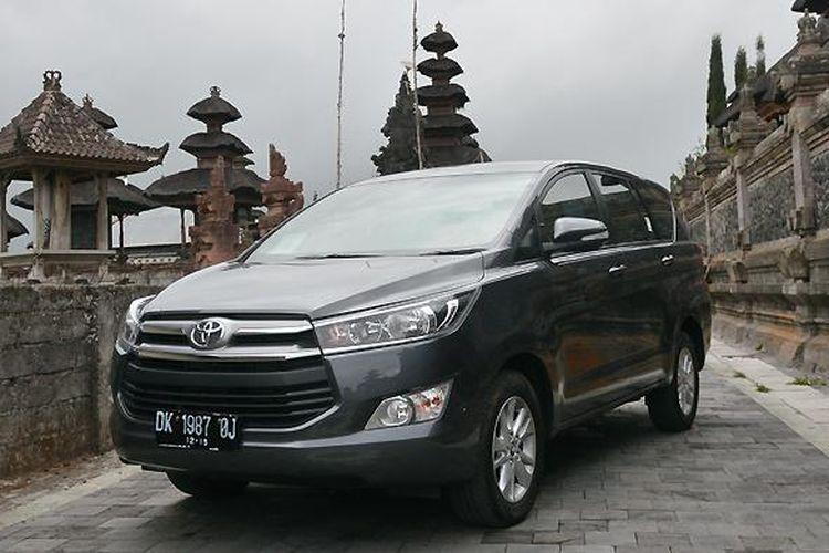 Toyota Innova generasi kedua yang hadir dengan beragam ubahan