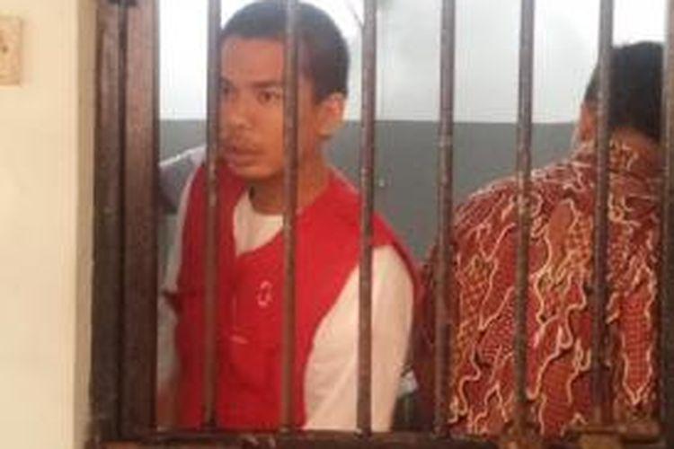 Terdakwa mucikari RA menjelang sidang pembacaan dakwaan di Pengadilan Negeri Jakarta Selatan, Senin (18/8/2015) siang