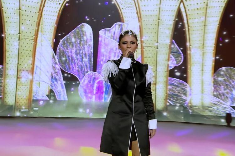 Rimar membawakan lagu Vision of Love milik Mariah Carey di babak Result and Super Reunion Indonesian Idol Special Season, Senin (26/4/2021).