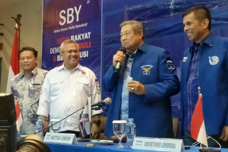 Ketua Umum Partai Demokrat Susilo Bambang Yudhoyono saat membuka proses verifikasi faktual Partai Demokrat oleh KPU, di kantor DPP Partai Demokrat, Pegangsaan, Menteng, Jakarta Pusat, Minggu (28/1/2018).