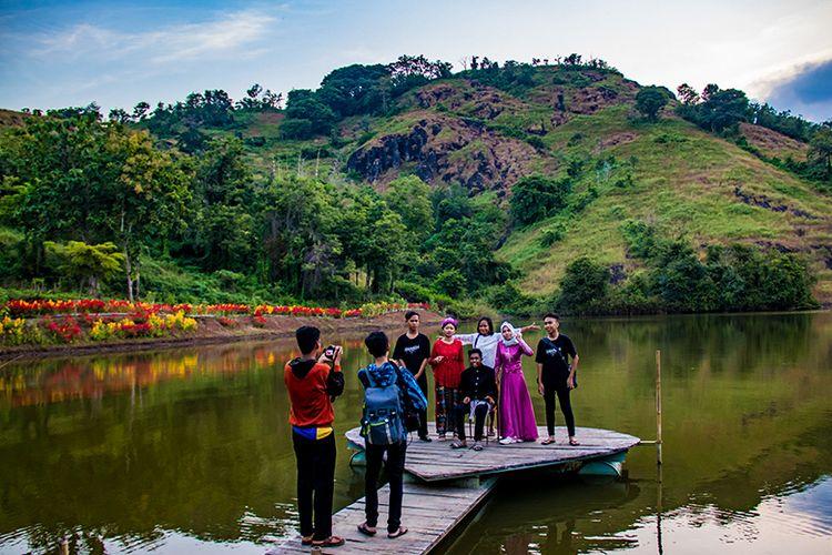 Salah satu spot foto di Telaga Claket Wonogiri.