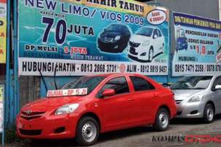 Tawaran menarik dari Blue Bird, hanya dengan DP Rp 5 juta bisa bawa pulang Toyota Limo produksi 2009.