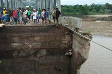 Jalan ke Timor Leste Putus, Kendaraan Terpaksa Melintas Lewat Sungai
