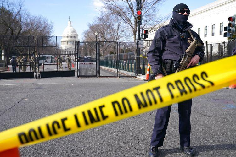 Keamanan ditingkatkan di sekitar Capitol menjelang pelantikan Presiden terpilih Joe Biden dan Wakil Presiden terpilih Kamala Harris, Minggu (17/1/2021).