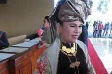 Anggota DPR dari Sumatera Barat Ini Pilih Kenakan Pakaian Adat Minang