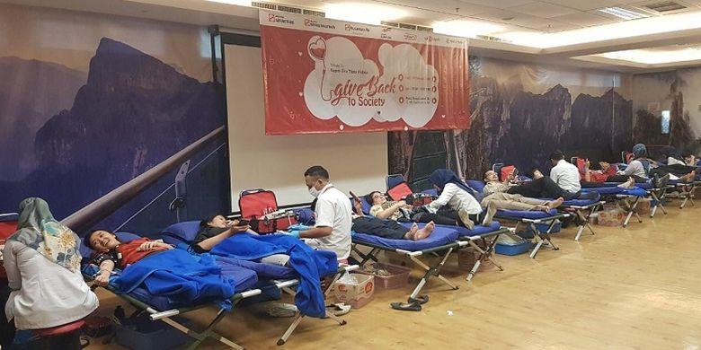 Para Pendonor pada saat Kegiatan Donor Darah Give It Back to Society pada Minggu (26/1/2020)-Rabu (26/2/2020).