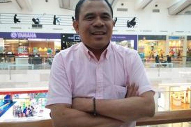 Garin Nugroho diabadikan usai menonton film Mencari Hilal di Pejaten Village XXI, Jakarta Selatan, Kamis (9/7/2015) sore.