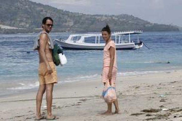 Wisman di Gili Air, Kabupaten Lombok Utara, Nusa Tenggara Barat, Selasa (2/7/2013).