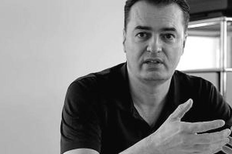 Arsitek Patrik Schumacher dalam video yang dipublikasikan oleh Whatisarchitecture.cc mengenai definisi arsitektur.